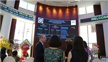 Cổ phiếu FPT Retail tăng trần trong ngày chào sàn HOSE