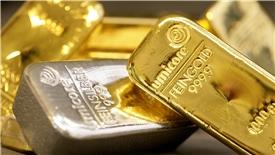 Giá vàng hôm nay 23/4: Bị USD đẩy lùi