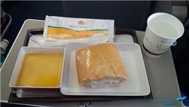 Siêu lợi nhuận của công ty sản xuất chiếc bánh mì huyền thoại cho Vietnam Airlines