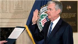 Chủ tịch mới của Fed nhậm chức giữa lúc thị trường chứng khoán lao đao