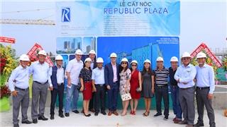 Cất nóc tổ hợp Republic Plaza gần sân bay Tân Sơn Nhất