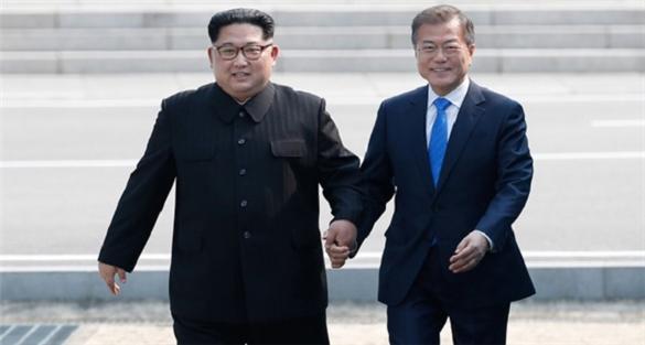 Hàn Quốc Triều Tiên 'tay bắt mặt mừng' trong cuộc gặp lịch sử