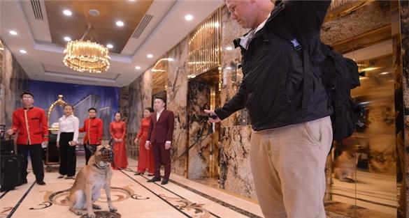 Đoàn tháp tùng Tổng thống Mỹ bao trọn khách sạn dát vàng Đà Nẵng
