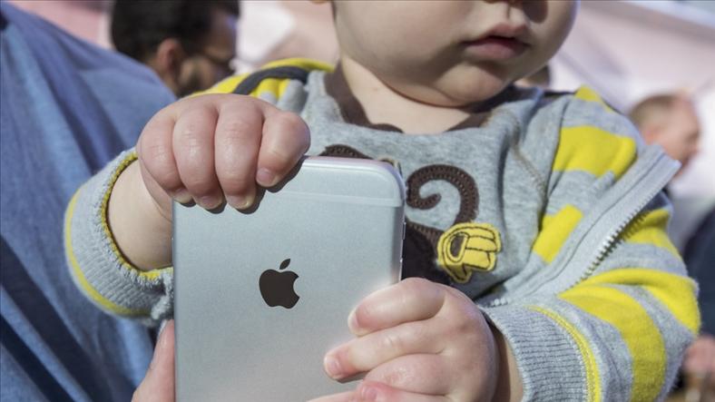 Apple bị buộc đẩy mạnh nghiên cứu về vấn đề nghiện Iphone ở trẻ em