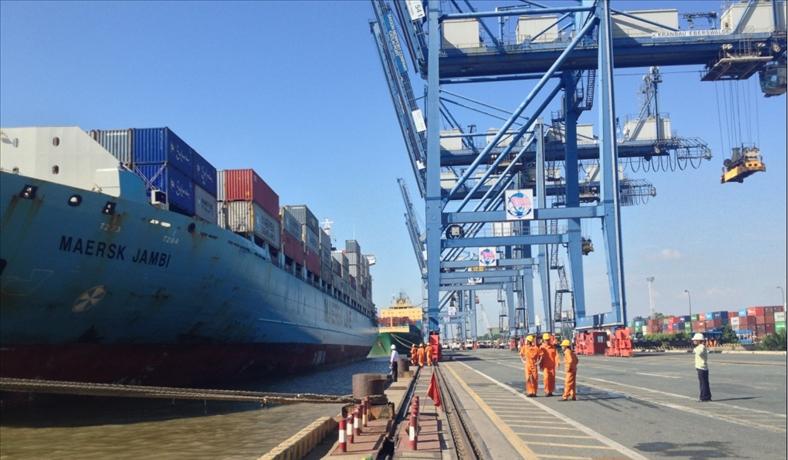 Hàng hóa bị 'trói chân' tại cảng, vướng ở đâu?