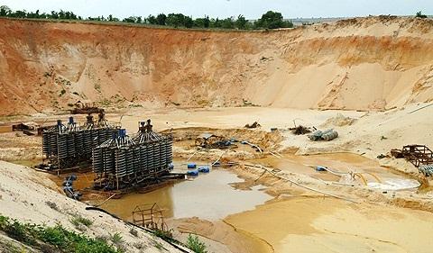 Lo nguy cơ ô nhiễm phóng xạ trong khai thác titan