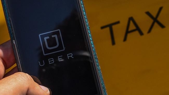 Cách nào để cạnh tranh công bằng giữa Uber, Grab và taxi truyền thống?