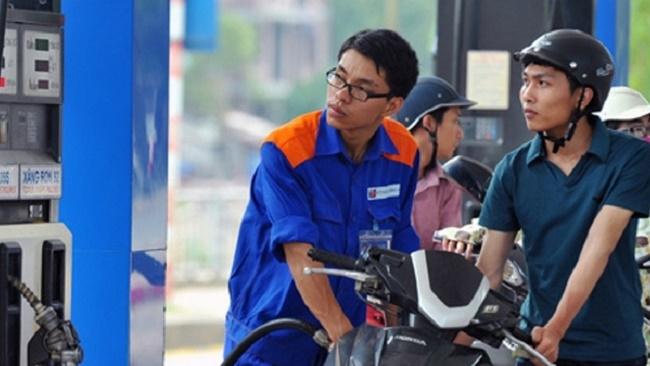 Giá xăng RON 95 giảm 400 đồng/lít
