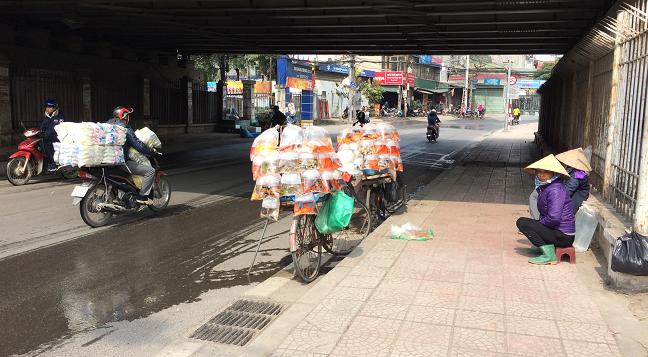 """Thanh niên nước ngoài kêu gọi """"đừng để Táo quân mang rác về chầu"""""""