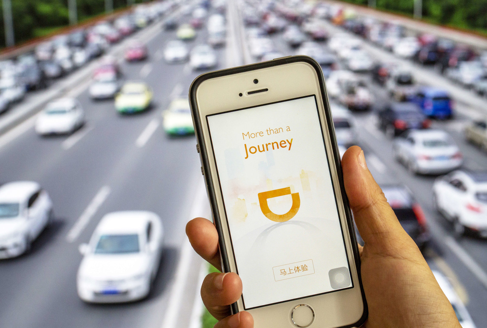 Thâu tóm xong Uber Việt Nam, Grab tưởng tránh được vỏ dưa lại gặp 2 vỏ dừa