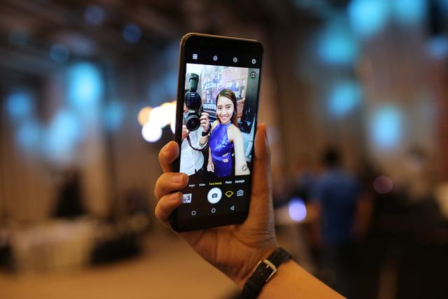 Hãng điện thoại Việt Nam đuổi kịp Samsung, Apple