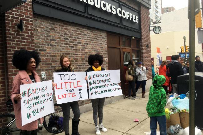 Starbucks và tiêu chuẩn vàng trong xử lý khủng hoảng truyền thông