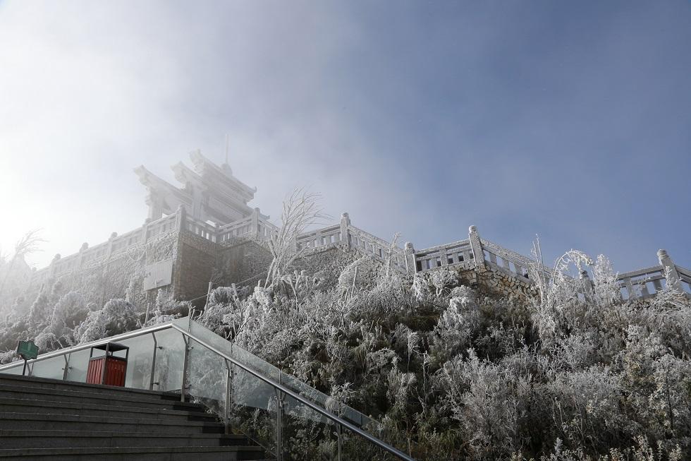 Một Fansipan lạ lẫm dưới tuyết trắng 6