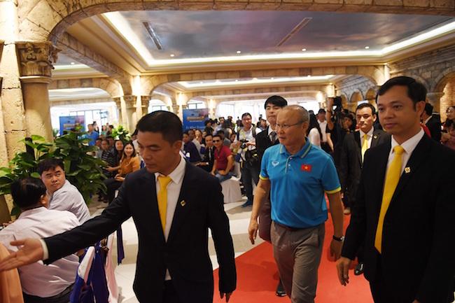 Sun Group tặng 1 tỷ đồng và kỳ nghỉ dưỡng cho U23 Việt Nam