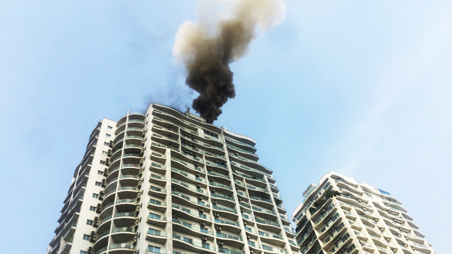 Cháy tầng 18 tòa nhà Golden Westlake 262A Hoàng Hoa Thám