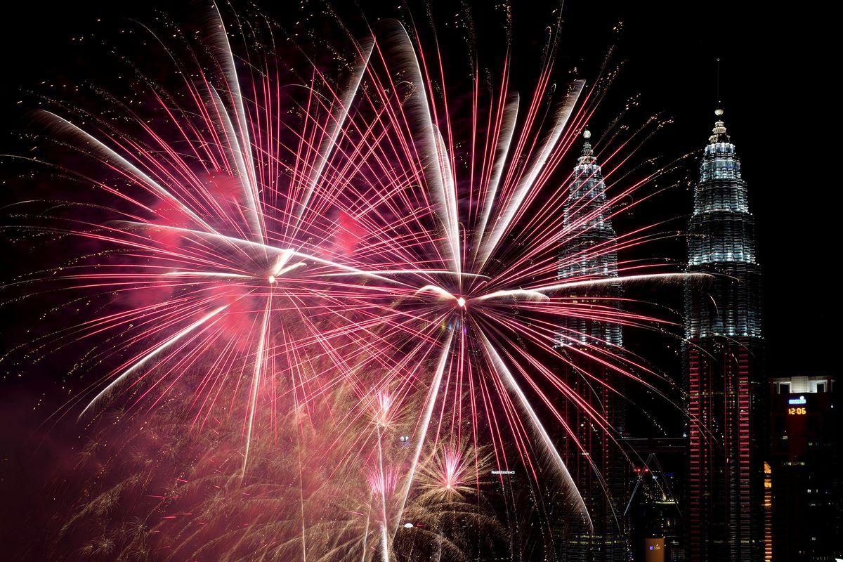 Pháo hoa và ánh sáng đón chào năm mới 2018 trên khắp thế giới 11