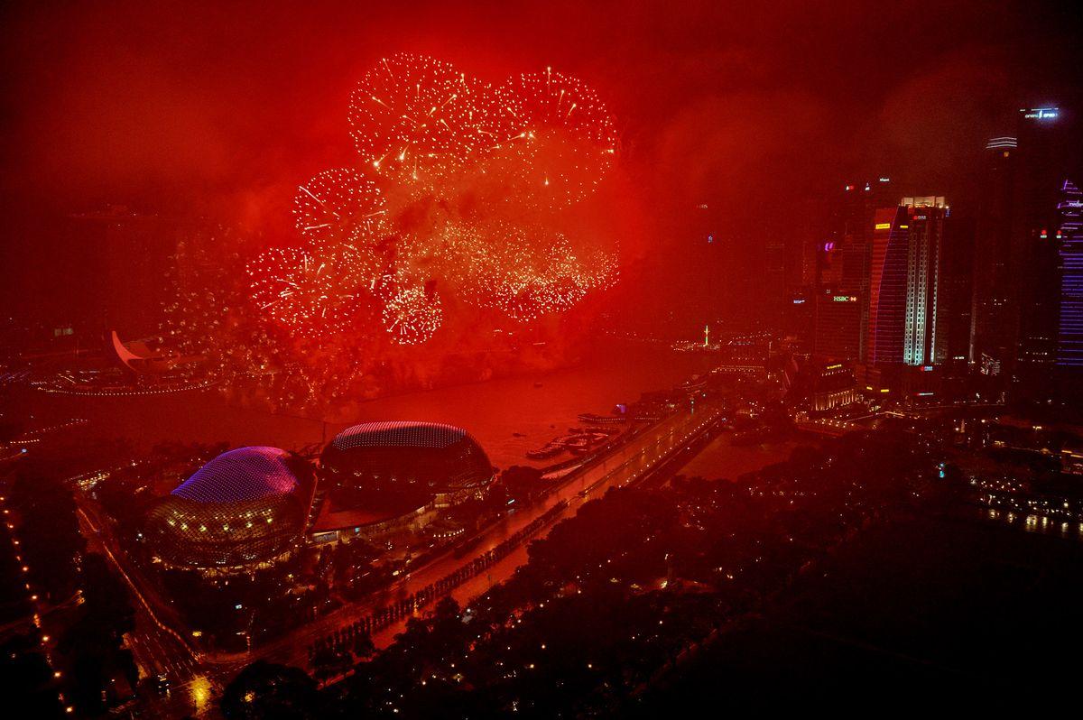 Pháo hoa và ánh sáng đón chào năm mới 2018 trên khắp thế giới 12