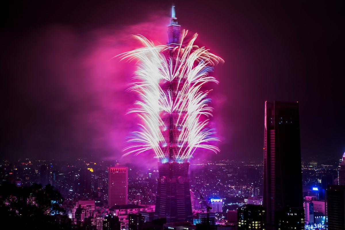 Pháo hoa và ánh sáng đón chào năm mới 2018 trên khắp thế giới 13