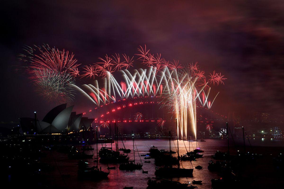 Pháo hoa và ánh sáng đón chào năm mới 2018 trên khắp thế giới 15