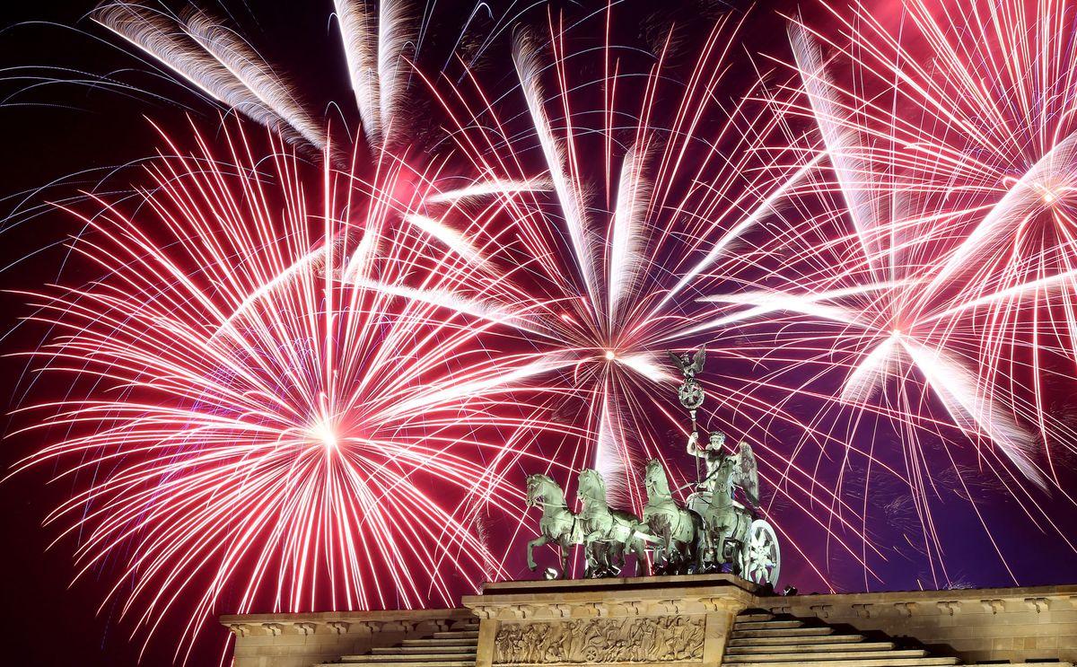 Pháo hoa và ánh sáng đón chào năm mới 2018 trên khắp thế giới 3