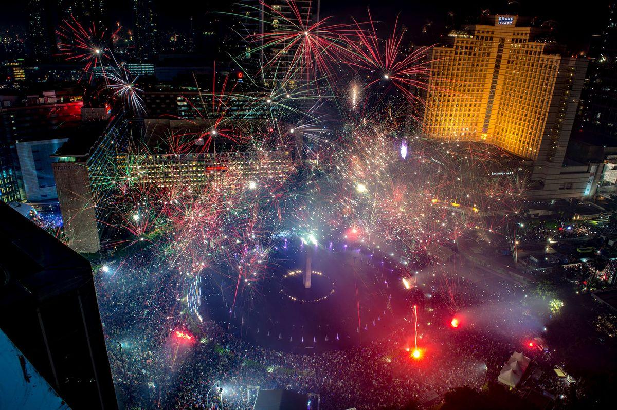 Pháo hoa và ánh sáng đón chào năm mới 2018 trên khắp thế giới 9