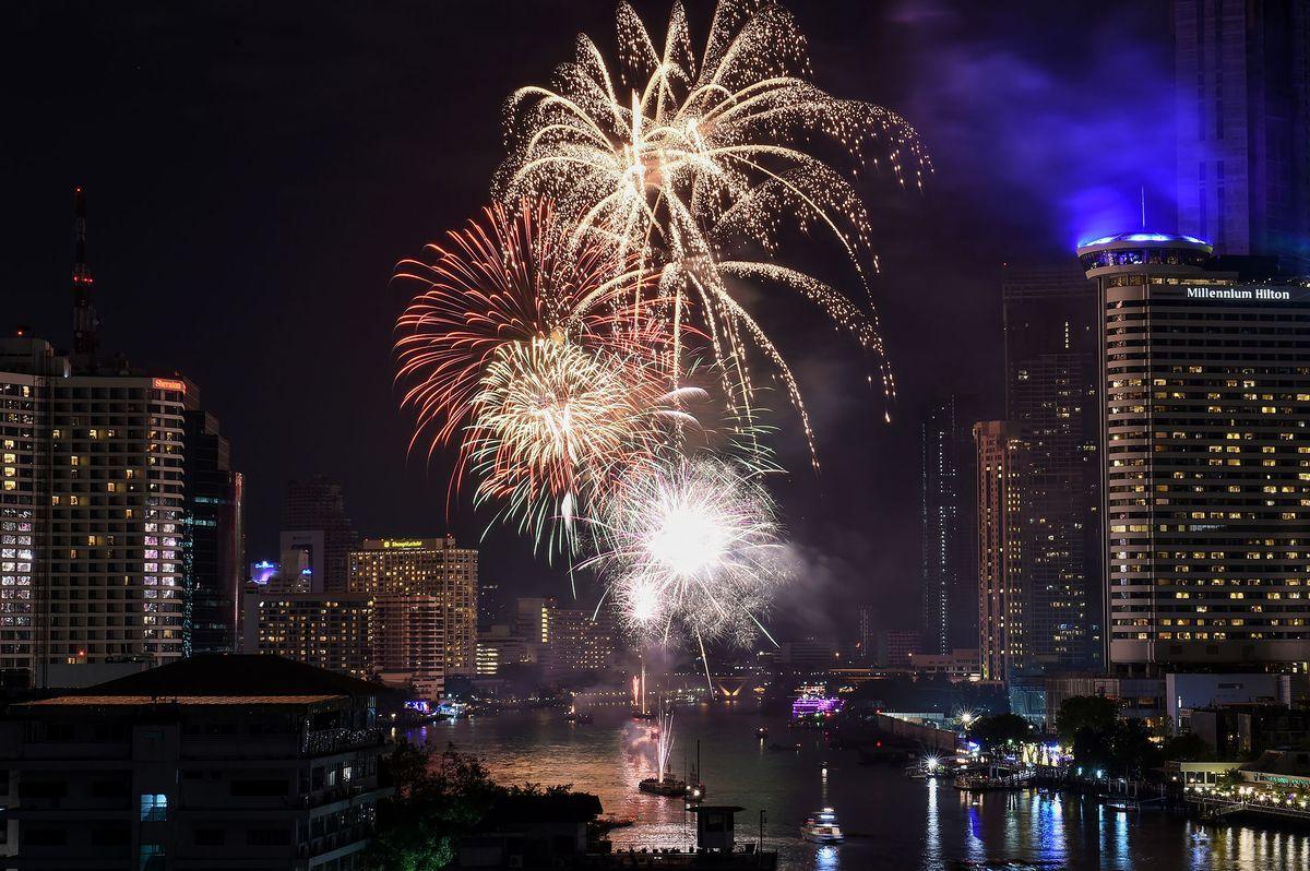 Pháo hoa và ánh sáng đón chào năm mới 2018 trên khắp thế giới 10
