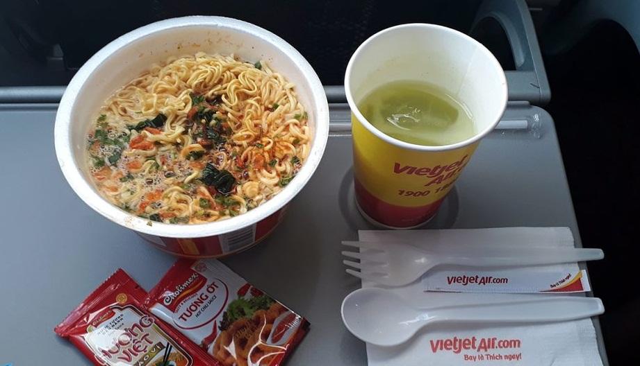 (Bài cuối tuần) Làm sao để Vietjet Air bán vé rẻ hơn Vietnam Airlines? 1