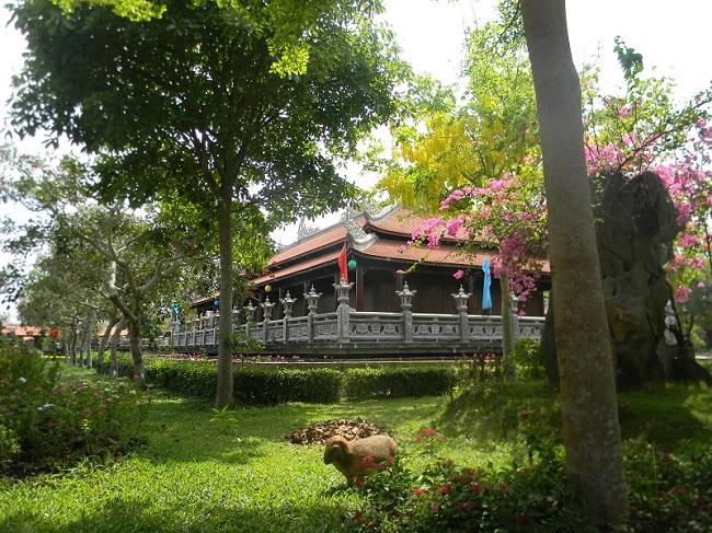 Nam Phương Linh Từ - khu du lịch tâm linh duy nhất ở miền Tây 6