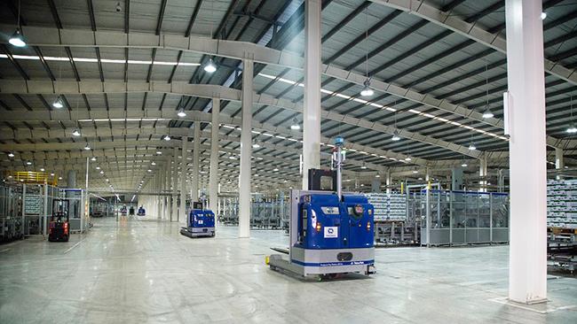 Vinamilk tổ chức cho con cán bộ công nhân viên tham quan nhà máy