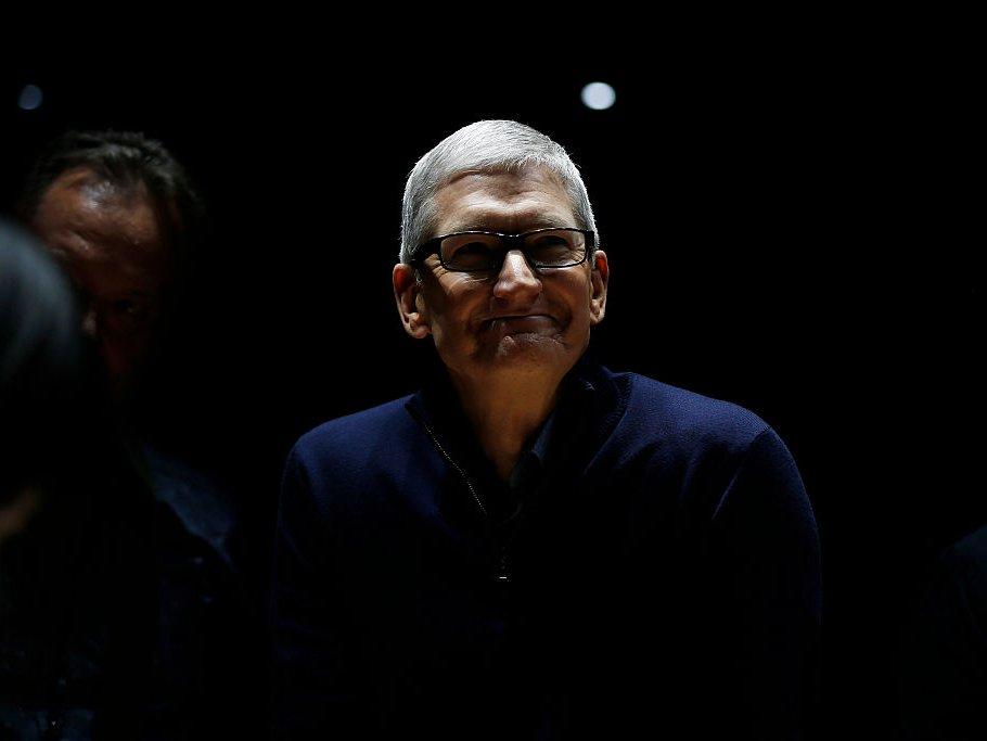 Một ngày của CEO Apple: thức dậy từ 3:45 sáng và thu về 102 triệu USD vào năm 2017 11