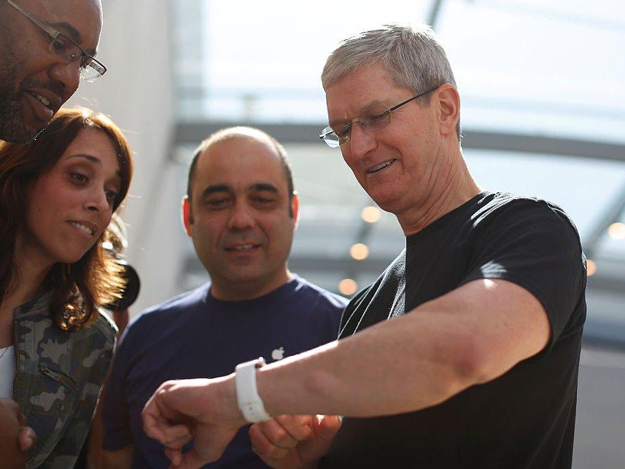 Một ngày của CEO Apple: thức dậy từ 3:45 sáng và thu về 102 triệu USD vào năm 2017 2