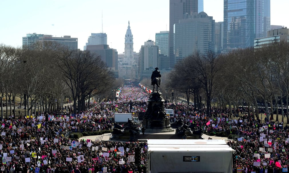 Tròn 1 năm ông Trump nhậm chức: Chính phủ đóng cửa, phụ nữ biểu tình 1