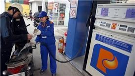 Giá xăng giảm hơn 200 đồng/lít sau khi tăng giá liên tục