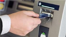 Cục Cạnh tranh yêu cầu 4 ngân hàng báo cáo việc tăng phí rút tiền ATM
