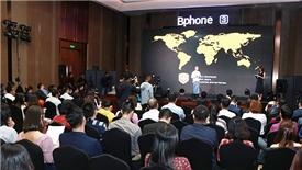 Điện thoại Bphone 3 nối gót Vsmart, Mobiistar xuất ngoại