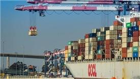 Căng thẳng thương mại có thể đưa đến khủng tài chính toàn cầu