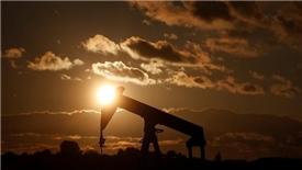 Lệnh tái trừng phạt Iran xuất khẩu nhiên liệu kéo giá dầu sụt giảm
