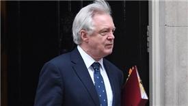 Bộ trưởng phụ trách từ chức, chuyến xe Brexit 'vấp đá'