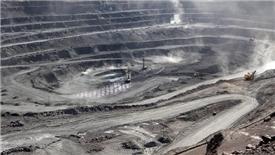 Xuất khẩu đất hiếm của Trung Quốc trượt mạnh vì chiến tranh thương mại