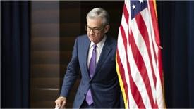 Lần đầu giảm lãi suất sau 10 năm, Fed hành động lấp lửng