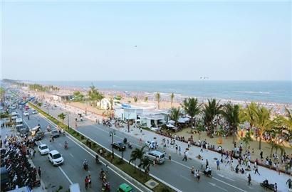 Bãi biển Sầm Sơn đông nghẹt khách mùa du lịch