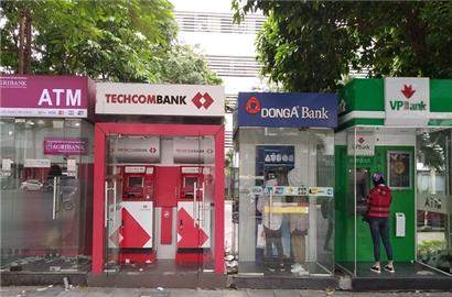 Triển vọng tín nhiệm nhiều ngân hàng Việt Nam bị hạ xuống tiêu cực