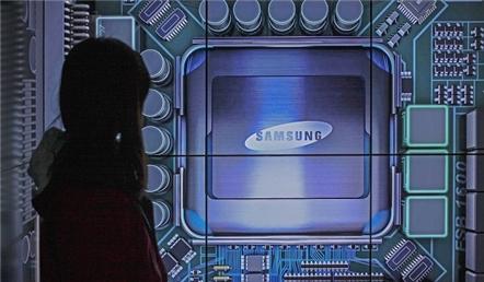Samsung dự trữ linh kiện vì lo ngại căng thẳng Nhật - Hàn