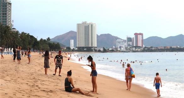 Nghịch lý tăng trưởng du lịch Việt Nam