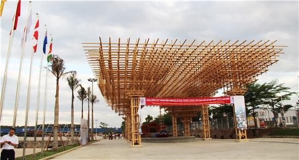 Cận cảnh chợ đầu mối gỗ lớn nhất miền Nam