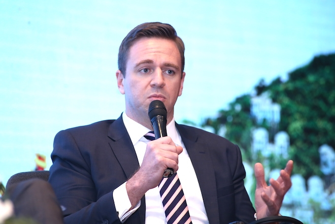 Ông Adam Bury: Việt Nam hấp dẫn nhà đầu tư khách sạn nhưng họ cũng cân nhắc yếu tố rủi ro.