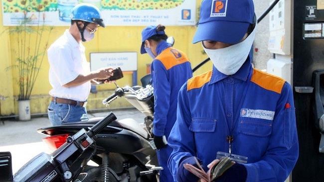 Giá xăng giảm mạnh hơn 1.100 đồng/lít