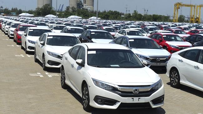 Gần 2.000 xe ô tô miễn thuế nhập về Việt Nam tuần qua