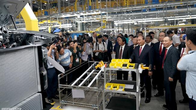 Thủ tướng Nguyễn Xuân Phúc: Đặt niềm tin nhưng khắt khe hơn với VinFast
