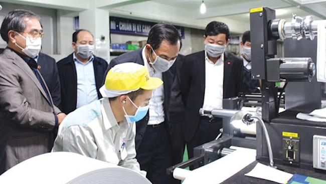 Kinh doanh hậu Covid-19: Nhiều doanh nghiệp Việt vẫn 'chờ đợi và theo dõi'
